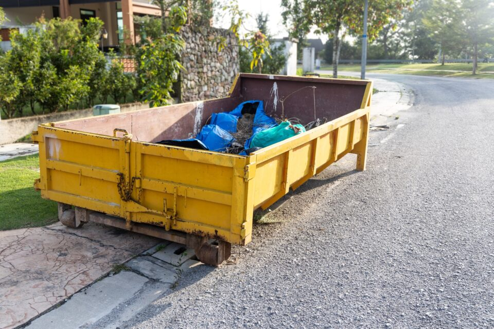 The Benefits of Roll on Roll off Skips and When You Can Use Them